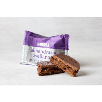 Alfajor de Dulce de Leche, bañado en Chocolate y con Tapas con Almendras